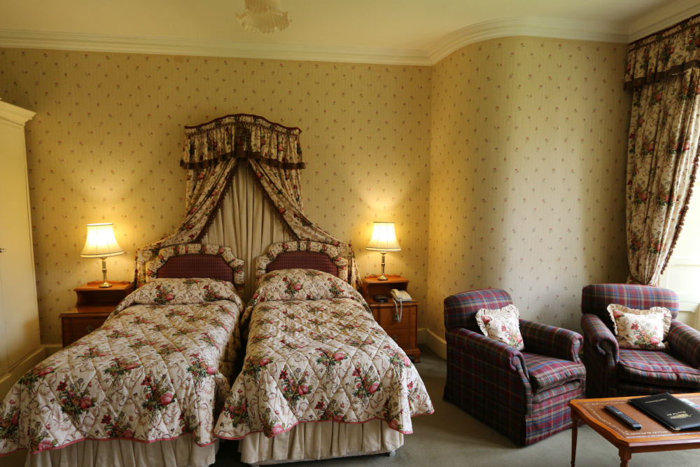 Deluxe bedroom with two single beds